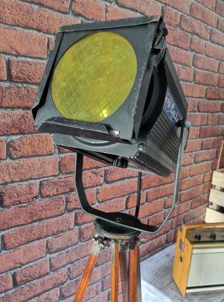 Lampadaire projecteur de théâtre