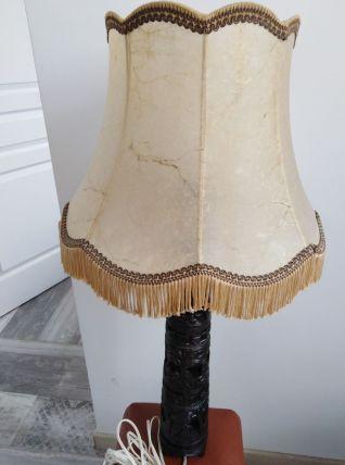 Lampe en bois exotique sculpté