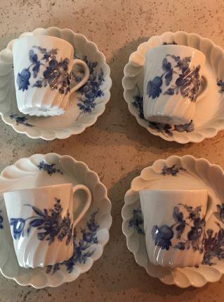 Série de 4 tasses en porcelaine de Limoges