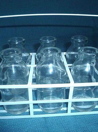 bouteilles  en  verre   avec  panier