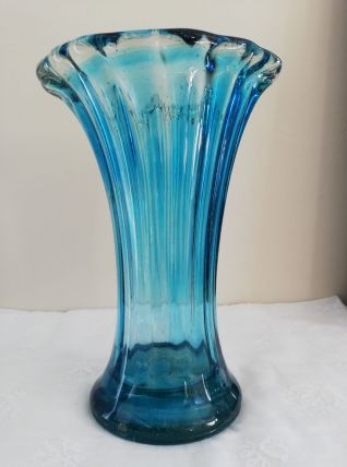 Vase vintage en verre bleu