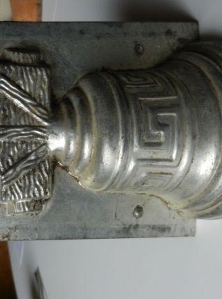 Ancien moule à chocolat en forme de cloche