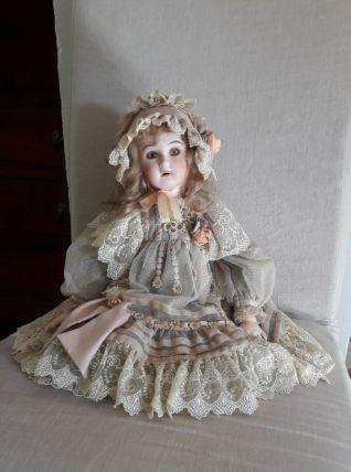 Poupée de collection Porcelaine Marque Mundia