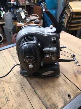 Projecteur 8mm anglais noris 8