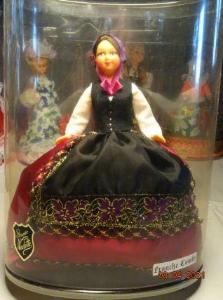 Très jolie poupée de Franche- Comté ancienne années 60