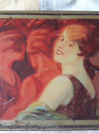 boite en fer avec décor année 1930