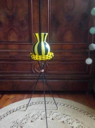 Joli vase en plastique et son support sur pied  Années 50/60