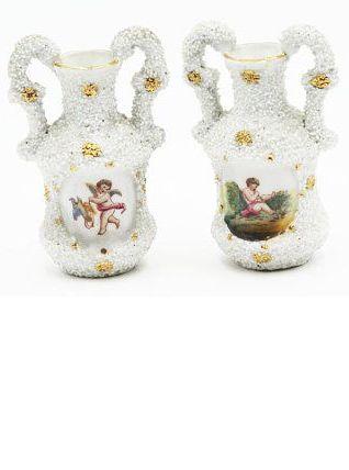 Paire de vases chérubin