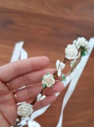 Couronne de fleurs blanche et écrue