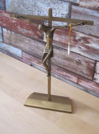 Ancien crucifix sur pied  poids 700 grammes