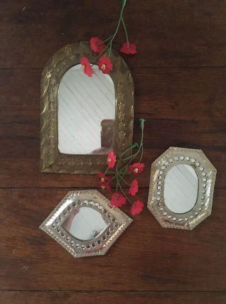 3 miroirs martelés et assortis.
