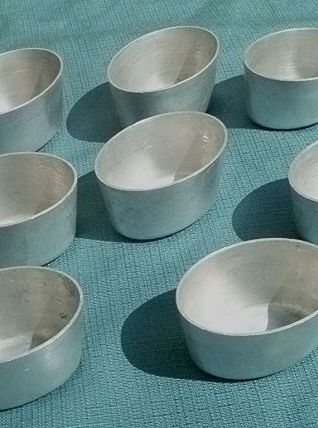 8 moules  Tournus, vintage   en  aluminium