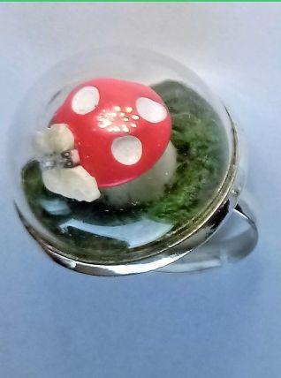 Bague réglable globe terrarium, champignon rouge