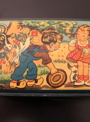Boîte en tôle années 40 signée BOZZ
