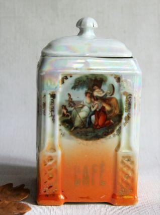 Pot à café ancien en porcelaine.  Décor romantique vintage.
