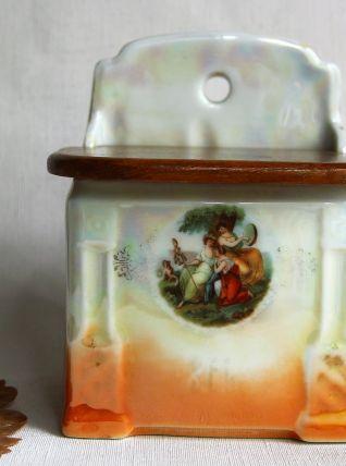 Boite à sel murale vintage en porcelaine avec couvercle bois