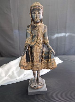 Bouddha Mandalay debout