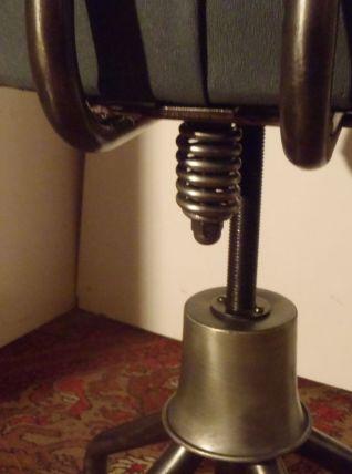 Chaise indus vintage NORI.  rénovée et vernie antirouille.