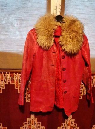 Veste cuir et col fourrure rouge