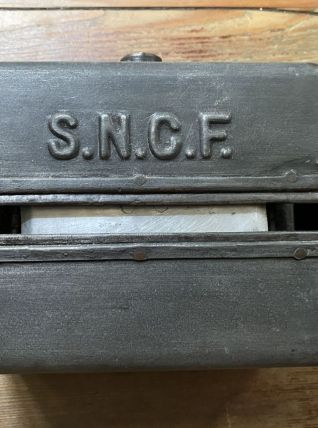 Ancien distributeur papier toilettes train SNCF