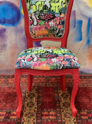 Chaise street art rouge