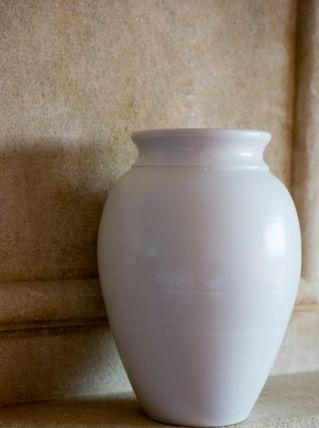 Vase blanc en terre cuite