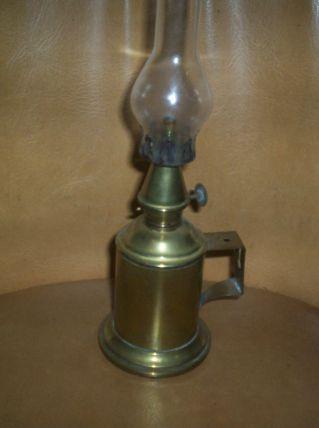 ANCIENNE LAMPE A PETROLE cuivre et verre