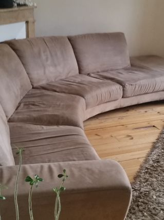 Canapé d'angle nubuck taupe.