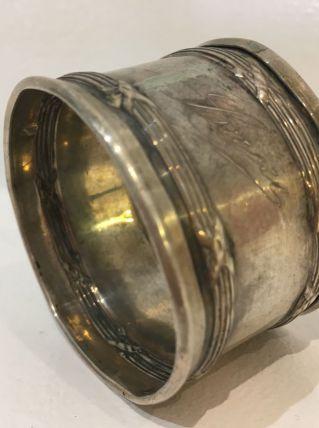Ancien rond de serviette métal argenté