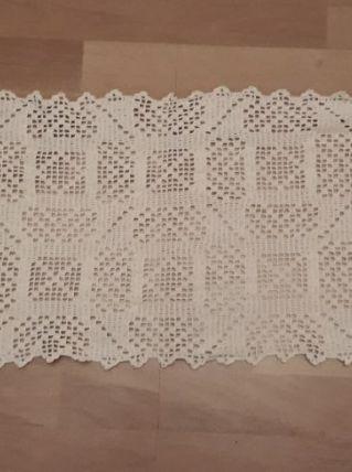 NAPPERON CHEMIN DE TABLE, réalisé au crochet