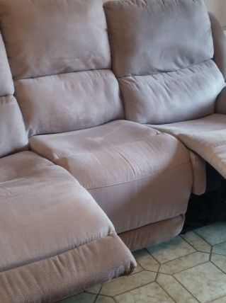 Canapé 3 places dont 2 relax électriques