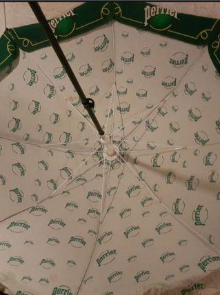 Grand parasol publicitaire