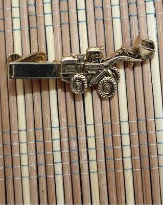 pince cravate tracteur style dore