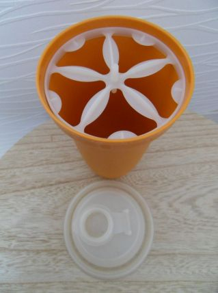 Shaker vintage Tupperware