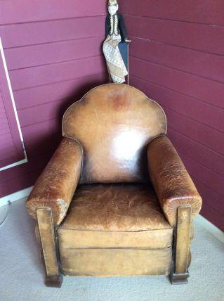 Fauteuil Club cuir ancien à rénover