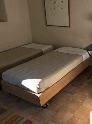 3 lits pour enfants sur roulettes
