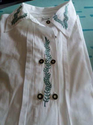 chemise blanche femme T40 avec broderies motif petites feuil