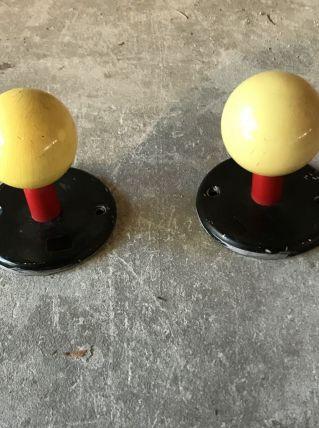 Paire de patères jaune, rouge et noir vintage