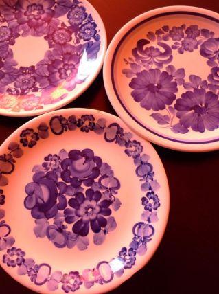 à vendre série assiettes en faïence peintes à la main