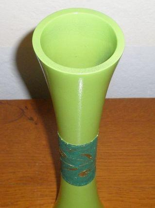 Vase soliflore de 1975 en résine teintée