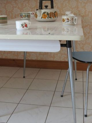 Table de cuisine en formica grise