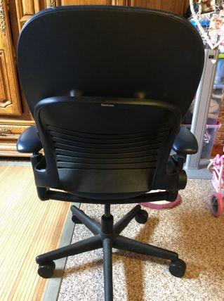 fauteuil de bureau en cuir bleu