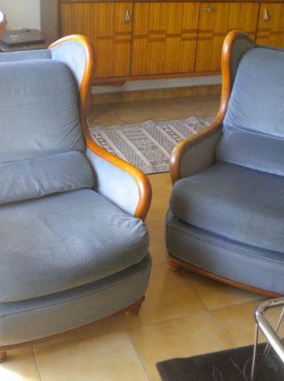 Deux fauteuils bois et velours