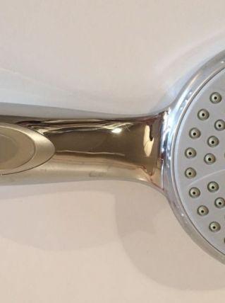 Pommeau douche chrome avec stop eau