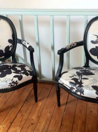 paires de fauteuils médaillon, style Louis XVI