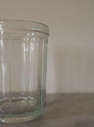 Pot à confiture en verre épais, soufflé et à facettes.