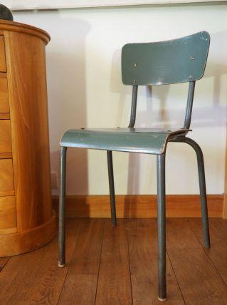Chaise d'école, patine vert de gris
