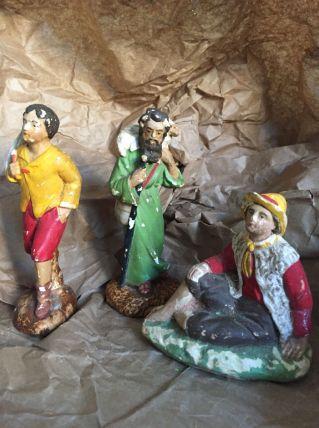 Trois anciens santons en plâtre
