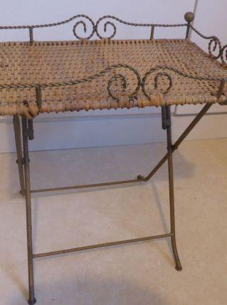 Jolie table basse en rotin et métal