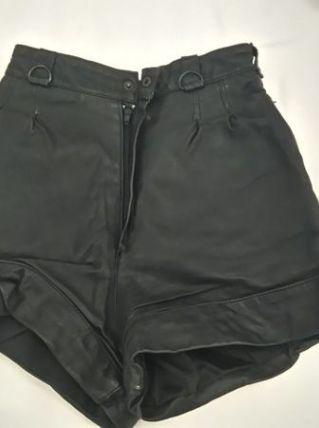 Short en cuir noir vintage